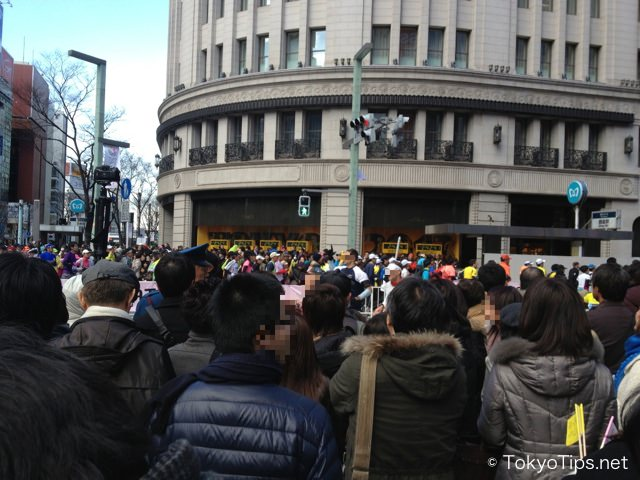 Tokyo Marathon 2013. Many people cheered along marathon course.