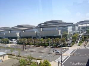 This building is East Hall of Tokyo Big Sight. Tokyo Big Sight is a large international exhibition hall.
