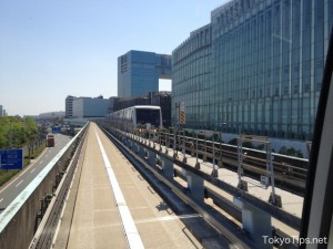 One more Yurikamome came from the opposite direction.