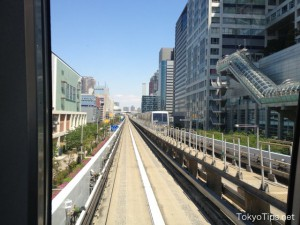 Yurikamome passes through the central street of Odaiba.