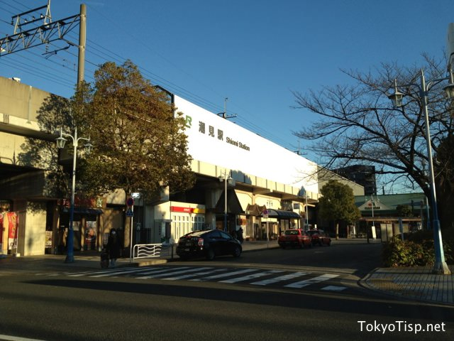 """The opposite side of Shiomi Station. A supermarket store """"Maruetsu"""" is at this side."""